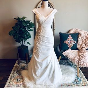 🎉HP🎉David's Bridal Off The ShoulderWedding Dress